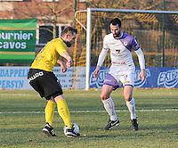 SCT Menen - RC Harelbeke :<br /> duel tussen Gianni Sennesael (L) en Jeroen Doornaert (R)<br /> <br /> Foto VDB / Bart Vandenbroucke