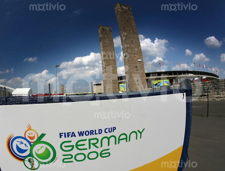 Fussball WM 2006 Finale, 24 Stunden Finale  Italien - Frankreich Stadion-Feature mit WM Emblem um 14.30 Uhr