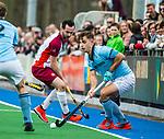 ALMERE - Hockey - Hoofdklasse competitie heren. ALMERE-HGC (0-1) . Tristan Algera (HGC)  met Bram Cornelisse (Almere)  COPYRIGHT KOEN SUYK