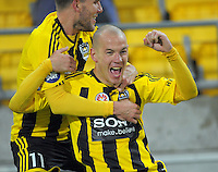 121006 A-League Football - Wellington Phoenix  v Sydney FC