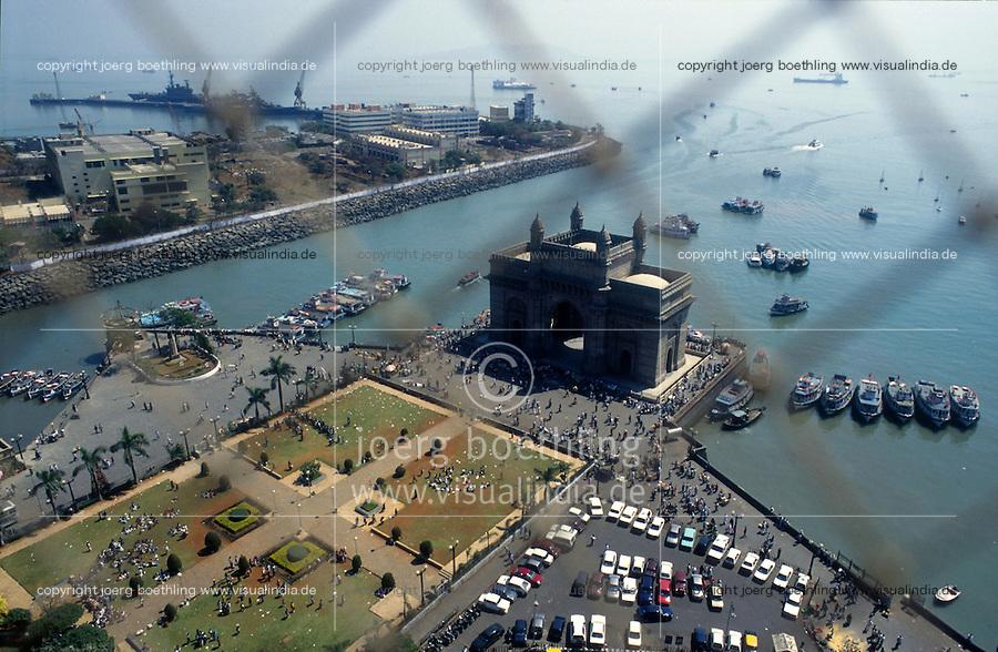Mumbai Bombay Bundesstaat Maharashtra Indien Blick vom Hotel Taj Mahal auf das Gateway of India und den Marinehafen.von agenda Joerg Boethling Tel. ++49 40 39190714