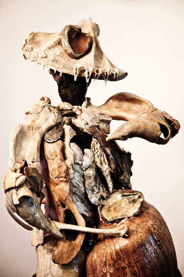 Tamborilero, or drummer, by Uruguayan sculptor Mirta Olivera.  Her work captures the gesture of music and revolutionary figures via the assemblage of natural materials such as bones, fossils, and remains of sea life gathered on the coast of Uruguay.