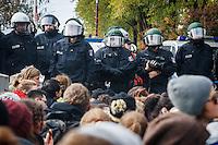 13-10-26 Naziaufmarsch blockiert in Hellersdorf