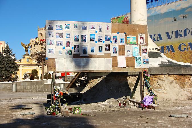 """Erinnerungstafel für die sogenannten """"Himmlischen Hundert"""". In Kiew findet ein Architekturwettbewerb für ein Denkmal zu Ehren der im Februar 2014 erschossenen Maidan-Demonstranten statt. Auch die Stararchitektin Zaha Hadid nimmt daran teil. Besonders jungen Kiewern geht das zu schnell. Sie wollen eine neue Erinnerungskultur."""