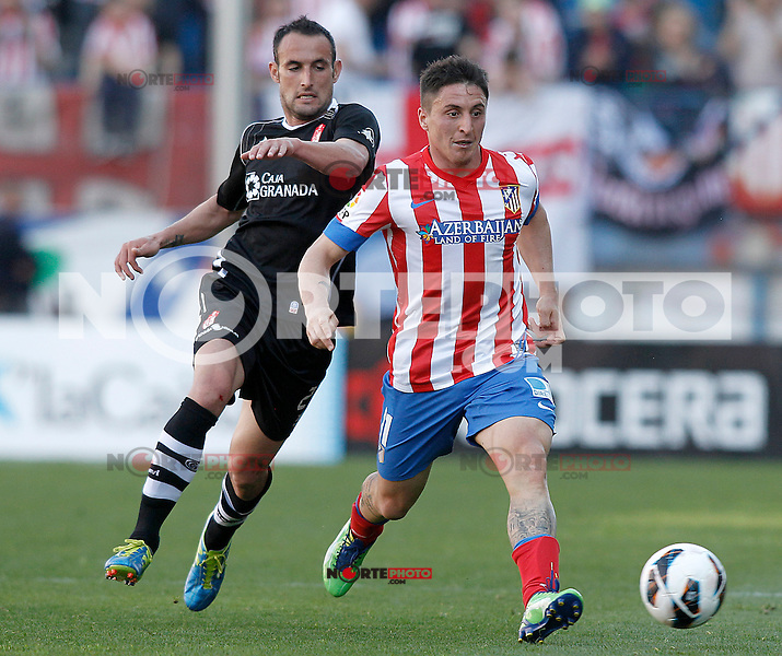 Atletico de Madrid's Cristian Cebolla Rodriguez (r) and Granada's Juanma Ortiz during La Liga match.April 14,2013. (ALTERPHOTOS/Acero)