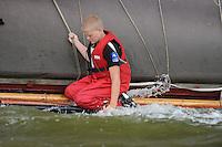 ZEILEN: LEMMER: Lemsterbaai, 08-08-2014, IFKS Skûtsjesilen, Bemanningslid Hylke Talsma (peiler) van het skûtsje van Jelle Talsma, ©foto Martin de Jong