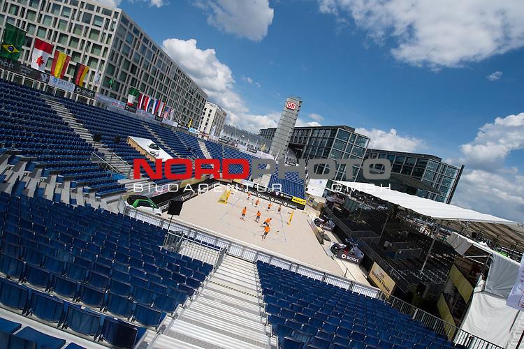 17.06.2014, Berlin, Washingtonplatz<br /> Beachvolleyball, Berlin smart Grand Slam<br /> <br /> &Uuml;bersicht / &Uuml;bersicht Center Court vor dem Hauptbahnhof<br /> <br />   Foto &copy; nordphoto / Kurth