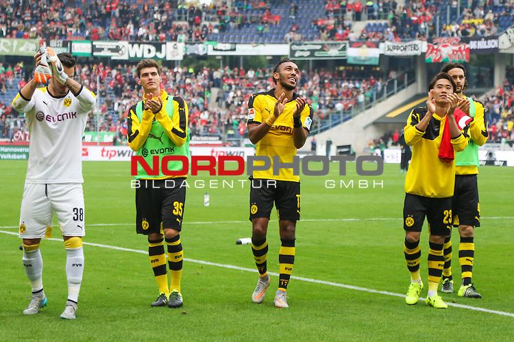 12.09.2015, HDI Arena, Hannover, GER, 1.FBL, Hannover 96 vs Borussia Dortmund<br /> <br /> im Bild<br /> die Mannschaft bedankt sich bei mitgereisten Fans, Roman B&uuml;rki / Buerki (Dortmund #38), Pascal Stenzel (Dortmund #35), Pierre-Emerick Aubameyang (Dortmund #17), Shinji Kagawa (Dortmund #23), Neven Subotic (Dortmund #4)<br /> <br /> Foto &copy; nordphoto / Ewert