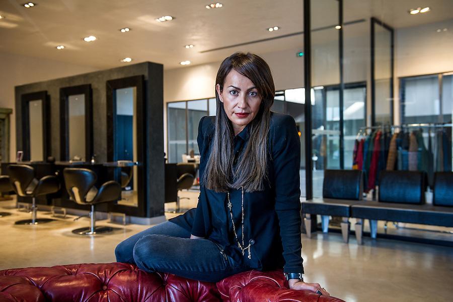 Lila Donia , gérante du salon de coiffure et prêt-à-porter «Le faubourg» à la Palmeraie du Canet - Zone franche urbaine ZFU - Marseille 2013