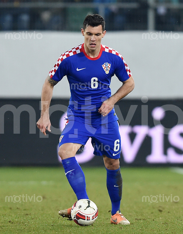 FUSSBALL INTERNATIONALES TESTSPIEL in Sankt Gallen Schweiz - Kroatien       05.03.2014 Dejan Lovren (Kroatien) am Ball
