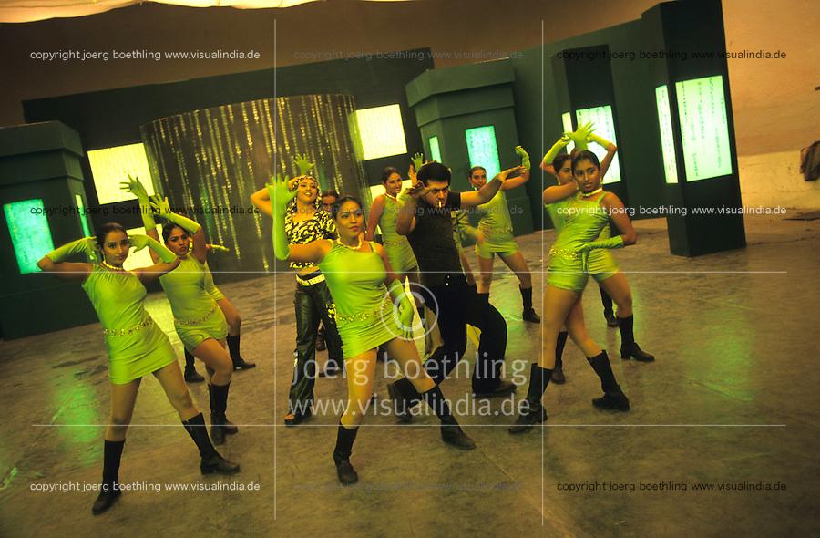 INDIA, Chennai former Madras, Mallywood the tamil film industry, film shooting with Ajith Kumar in AVM studios / INDIEN, Chennai frueher Madras, Filmset mit Ajith Kumar im AVM Filmstudio, die Filmindustrie in Tamil Nadu wird auch Mallywood genannt