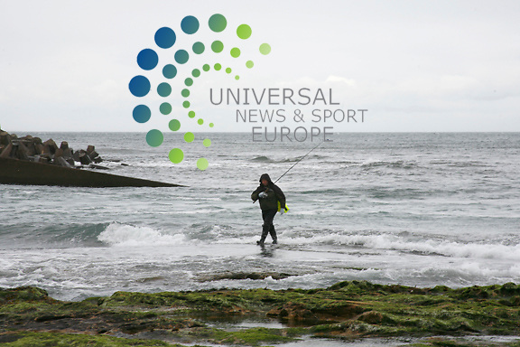 .Lifeboat and coastguard crews are winding down their search for a windsurfer missing off the east coast. The man, who is in his 30s and from Berwickshire, was last seen at about 1600 BST on Tuesday. The alarm was raised by a friend two hours later..His board was found on Tuesday night, but rescuers have found no further trace of the man or his equipment. He was last seen windsurfing between Thortonloch beach (pictured) and Cove near the Torness power station. .Picture: Universal News and Sport (Scotland) 8/4/09 Picture by Jim Carroll... .Picture: Universal News and Sport (Scotland) 8/4/09 ..All pictures must be credited to  www.universalnewsandsport.com.(0ffice) 0844 884 51 22.