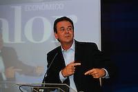 ATENÇÃO EDITOR: FOTO EMBARGADA PARA VEÍCULOS INTERNACIONAIS. SAO PAULO, SP, 03 DE DEZEMBRO DE 2012. SEMINARIO -  OS NOVOS VENTOS NA POLITICA BRASILEIRA.  O prefeito da cidade do Rio de Janeiro, Eduardo Paes,  durante o seminario Novos ventos na politica brasileira promovido pelo jornal Valor Econômico onde foram discutidos os novos rumos da política brasileira, na tarde desta segunda feira, no WTC, na zona sul da capital paulista. FOTO ADRIANA SPACA / BRAZIL PHOTO PRESS