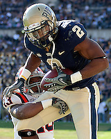 Pittsburgh tight end Dorin Dickerson makes a 14-yard touchdown catch. The Pittsburgh Panthers defeated the Syracuse Orange 37-10 at Heinz Field, Pittsburgh Pennsylvania on November 7, 2009..