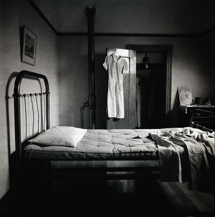 empty bed trigger image. Black Bedroom Furniture Sets. Home Design Ideas