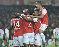 BOGOTA- COLOMBIA – 11-02-2016: Los jugadores del Independiente Santa Fe de Colombia, celebran el gol anotado Oriente Petrolero de Bolivia, durante partido de vuelta entre Independiente Santa Fe de Colombia y Oriente Petrolero de Bolivia, por la primera fase de la Copa Bridgestone Libertadores en el estadio Nemesio Camacho El Campin, de la ciudad de Bogota. / The players of Independiente Santa Fe of Colombia, celebrate a scored goal to Oriente Petrolero of Bolivia during a match for the second leg between Independiente Santa Fe of Colombia and Oriente Petrolero of Bolivia for the first phase, of the Copa Bridgestone Libertadores in the Nemesio Camacho El Campin in Bogota city.VizzorImage / Luis Ramirez / Staff.