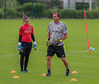 20200627 - TUBIZE , Belgium : Goal keeper trainer Frank Verwimp gives instruction to goal keeper Lea Desmarais during a training session of the Belgian Red Flames U17, on the 27 th of June 2020 in Tubize.  PHOTO SEVIL OKTEM| SPORTPIX.BE