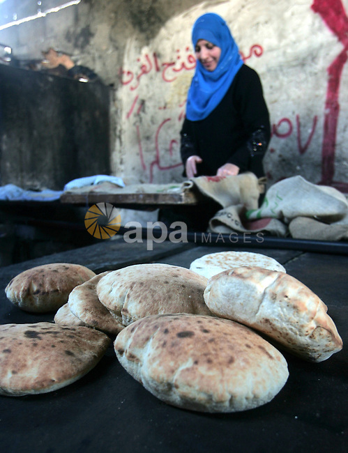 A Palestinian women arrange the loaves of bread at a traditional bakery in southern Gaza Strip town of Rafah , Nov. 9,2010 . Photo By Khaled Khaled