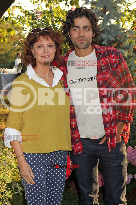 Susan Sarandon and Adrian Grenier attending Bette Midler's New York Restoration Project's 11th annual Spring Picnic on The Cloisters Lawn at Fort Tryon Park in New York, 31.05.2012..Credit: Rolf Mueller/face to face /MediaPunch Inc. ***FOR USA ONLY***