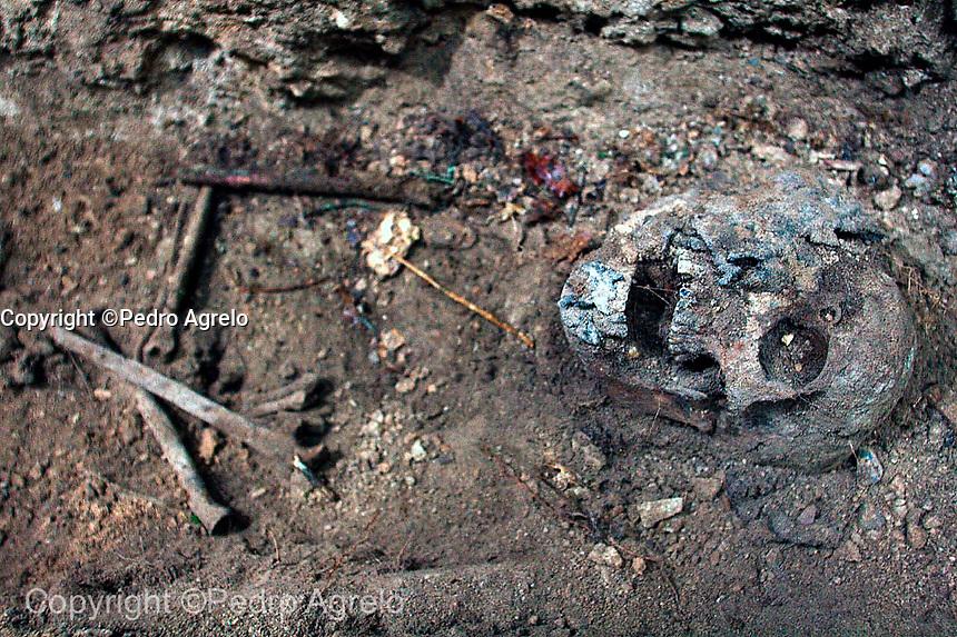 Memoria Historica, esqueleto en una fosa común