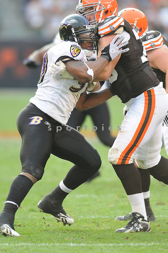 ANTWAN BARNES, of the Baltimore Ravens, in action against the Cleveland Browns during the Ravens game in Cleveland, Ohio on November 2, 2008. ..Ravens  win 37-27