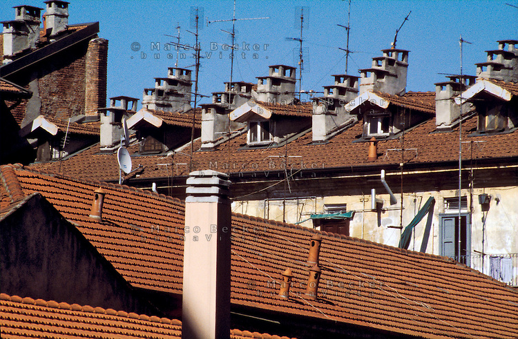 milano, tetti al quartiere chinatown --- milan, roofs in chinatown district