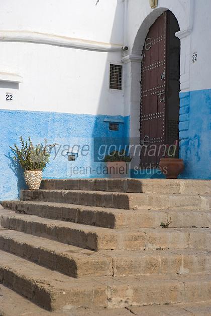 Afrique/Afrique du Nord/Maroc/Rabat: la kasbah des Oudaïas escalier et porte d'une maison
