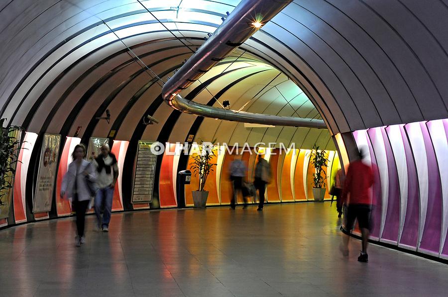 Entrada de estação do metrô. Rio de Janeiro. 2008. Foto de Ricardo Azoury.