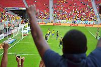 BRASILIA, DF, 07.09.2013 - 07.09.2013 - BRASIL X AUSTRÁLIA/AMISTOSO: Torcida comemora gol durante partida amistosa entre Brasil x Austrália, no Estádio Nacional Mané Garrincha.(Foto: Ricardo Botelho / Brazil Photo Press).