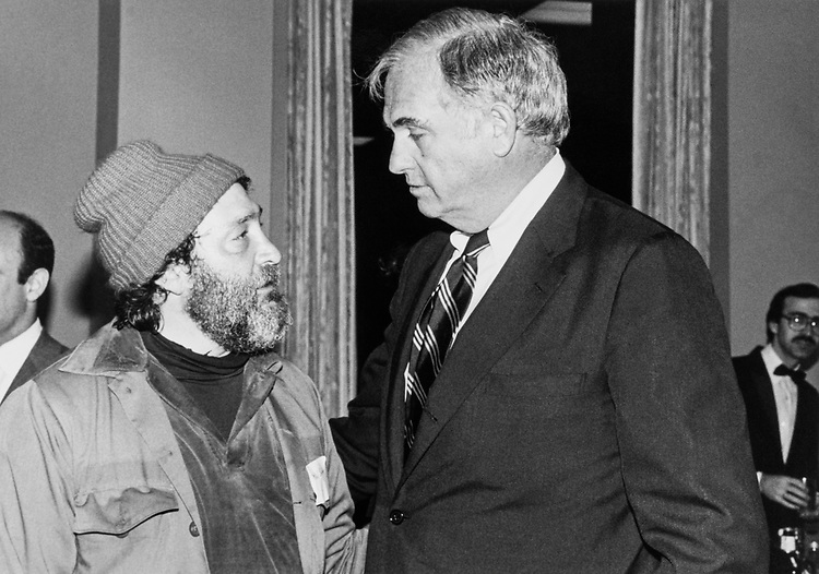 Sen. Lowell P. Weicker, R-Conn. with homeless activist Mitch Snyder in 1986. (Photo by CQ Roll Call)