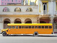 HAVANA-CUBA - 14.10.2016: Onibus escolar estacionado na região central de Havana.  (Foto: Bete Marques/Brazil Photo Press)