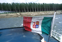 """- pusher of """"Fluviopadana"""" company with barges in navigation on the Po river....- spintore della compagnia """"Fluviopadana"""" e chiatte in navigazione sul fiume Po"""
