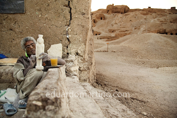 A member of the Ahmed family making souvenirs to be sold to tourists..Qurna, Luxor, Egypt..Photo: Eduardo Martino