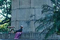 RIO DE JANEIRO, RJ, 27.07.2019 - COTIDIANO-RJ - Morador de rua é visto no centro da cidade do Rio de Janeiro neste sabado, 27. (Foto: Vanessa Ataliba/ Brazil Photo Press)
