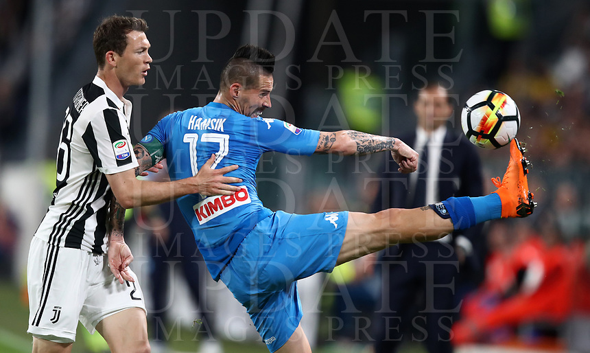 Calcio, Serie A: Juventus - Napoli, Torino, Allianz Stadium, 22 aprile, 2018.<br /> Napoli's captain Marek Hamsik (r) in action with Juventus' Stephan Lichtsteiner (l) during the Italian Serie A football match between Juventus and Napoli at Torino's Allianz stadium, April 22, 2018.<br /> UPDATE IMAGES PRESS/Isabella Bonotto