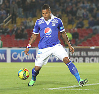BOGOTA -COLOMBIA- 20 -11--2013. Roman Torres  de Millonarios  en accion contra  el Deportivo Cali ,partido correspondiente  a los cuadrangulares finales de la Liga Postobon jugado en el estadio Nemesio Camacho El Campin   / Roman Torres  of Millonarios in accion     against  Deportivo Cali, homer game for the Postobon League finals played at the Estadio Nemesio Camacho El Campin .Photo: VizzorImage / Felipe Caicedol / Staff