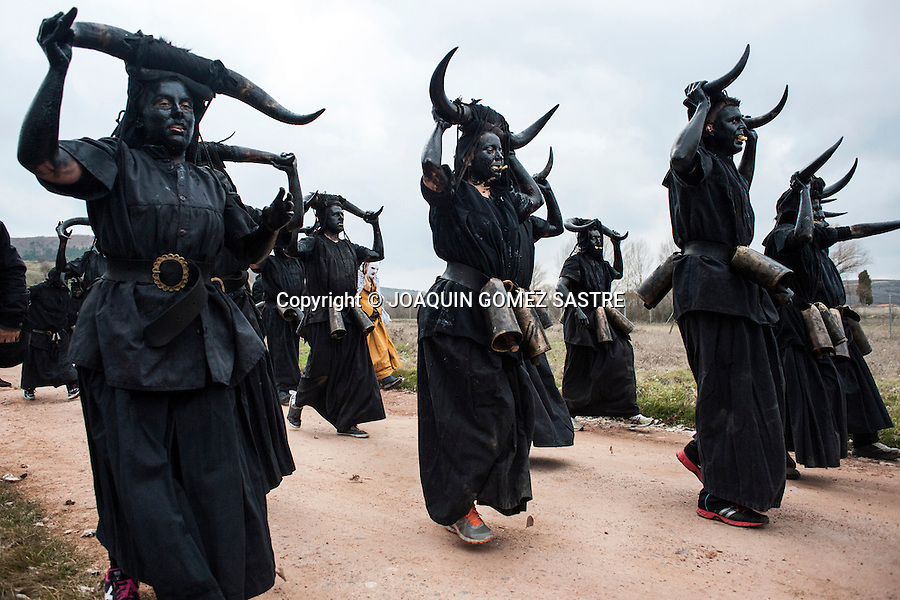 Devils lead the people of Luzon (Guadalajara) shaking their bells