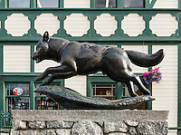The Last Great Race, Husky sculpture in tribute to the Iditarod, Anchorage, Alaska, USA