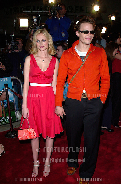 Actress HEATHER GRAHAM & fiance Australian actor HEATH LEDGER at the Los Angeles premiere of her new movie Say It Isn't So..12MAR2001.   © Paul Smith/Featureflash