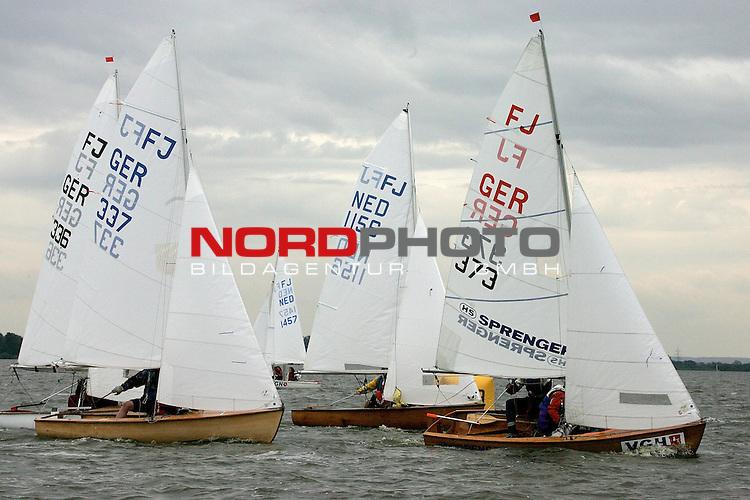 Weltmeisterschaft der Flying Junior am Duemmer See <br /> 1. Wettfahrt 25.07.2005 <br /> <br /> v.re.  Daniel Kossack, Jens Uwe Gastrock ( GER 373 ),  Luuk Eisink, Laurens Otto ( NED 1156 ), Guido Gaertner ( G&scaron;rtner ) Corinna Salwik ( GER 337 ) und Sebastian Teroerde ( TerŲrde ) , Jens Schirra ( GER 336 )<br /> <br /> Foto: &copy; nordphoto