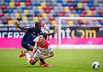 nph00351: Fussball, 1. Bundesliga, Saison 19/20, 26. Spieltag, Fortuna Düsseldorf - FC Paderborn 07, 16.05.2020:<br /> Alfredo Morales (F95), Jamilu Collins (SCP)<br />  <br /> <br /> Nur für journalistische Zwecke! Only for editorial use!<br /> <br /> Gemäß den Vorgaben der DFL Deutsche Fußball Liga ist es untersagt, in dem Stadion und/oder vom Spiel angefertigte Fotoaufnahmen in Form von Sequenzbildern und/oder videoähnlichen Fotostrecken zu verwerten bzw. verwerten zu lassen. DFL regulations prohibit any use of photographs as image sequences and/or quasi-video. <br /> <br /> Foto: Moritz Müller/Pool / via Meuter/nordphoto