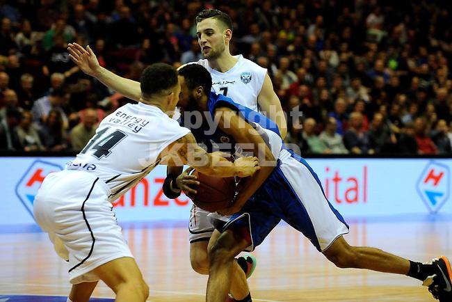 GRONINGEN - Basketbal, Donar - Aris Leeuwarden, Dutch Basketbal League, Martiiniplaza, seizoen 2014-2015, 11-04-2015,   Donar speler Bill Clark in duel met Aris speler Miles Jackson-Cartwright