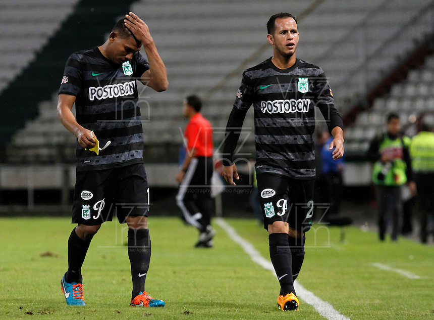 MANIZALES -COLOMBIA, 22-11-2014. Jugadores de Atlético Nacional abandonan el campo de juego tras la derrota ante Once Caldas en partido por la fecha 3 de los cuadrangulares semifinales en la Liga Postobón II 2014 jugado en el estadio Palogrande de la ciudad de Manizales./  Players of Atletico Nacional leave the field after lost the match against Once Caldas in match for the 3th date of the Semifinal Quadrangular on the Postobon  League II 2014 at Palogrande stadium in Manizales city. Photo: VizzorImage/Santiago Osorio/STR