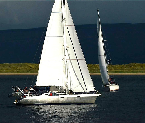 Garry Crothers' Ovni 435 Kind of Blue on Lough Foyle