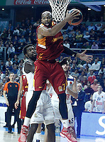 Real Madrid's Othello Hunter (l) and Galatasaray Odeabank Istambul's   Alex Tyus during Euroleague, Regular Season, Round 5 match. November 3, 2016. (ALTERPHOTOS/Acero) /NORTEPHOTO:COM