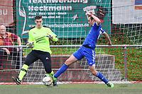 Torwart Max Sandner (SKV Büttelborn) gegen Daniel Breitwieser (VfL Michelstadt) - Büttelborn 24.09.2017: SKV Büttelborn vs. VfL Michelstadt