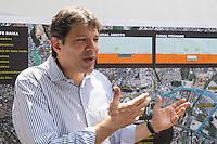 SAO PAULO, SP - 17.10.2014 - O Prefeito da cidade de São Paulo, Fernando Haddad, visita as obras do Corredor da M'Boi Mirim e da Ponte Baixa na manhã desta sexta-feira (17), na Zona Sul de São Paulo. <br /> <br /> (Foto: Fabricio Bomjardim / Brazil Photo Press)