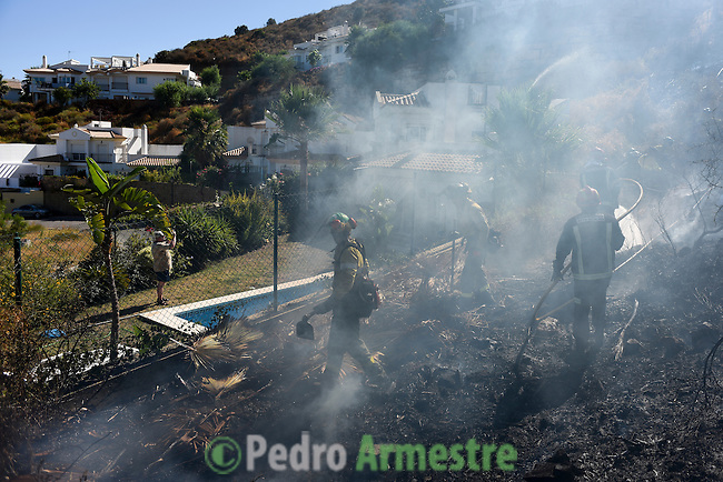 The firefighters from the BRICA, the Andalusian Service firefighting (INFOCA), work through the smoke during a forest fire in Mijas, near Malaga on July 25, 2015. Since July 19 wildfires have ravaged nearly 39,000 hectares of land in Spain, according to the provisional figures from the agriculture ministry. © Pedro ARMESTRE
