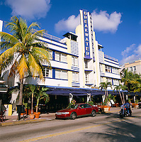 USA, Florida, Miami-Beach: Art Deco District - Breakwater Hotel on Ocean Drive | USA, Florida, Miami-Beach: Art-Deco-Viertel - Breakwater Hotel am Ocean Drive