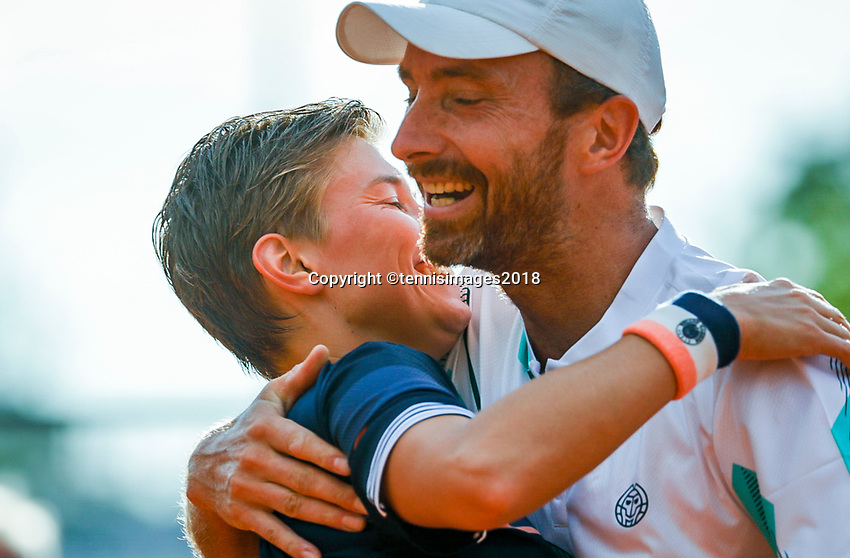 Paris, France, 30 May, 2018, Tennis, French Open, Roland Garros, Mixed Doubles : Demi Schuurs and Matwe Middelkoop (NED) celebrate matchpoint<br /> Photo: Henk Koster/tennisimages.com